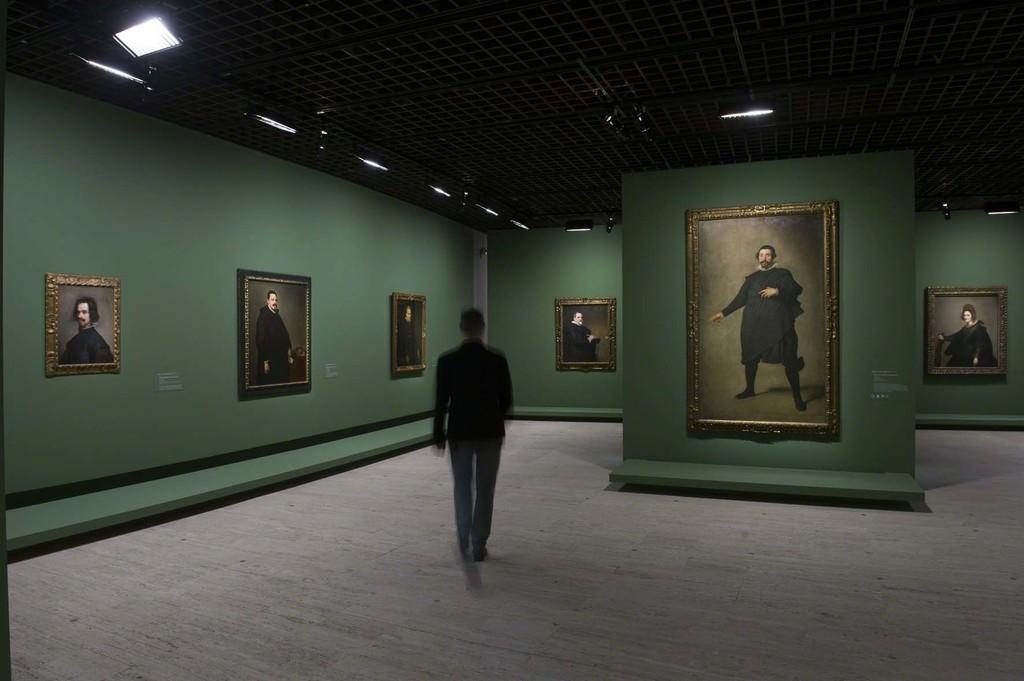 Vue de l'exposition Velázquez 5, scénographie Atelier Maciej Fiszer, © Didier Plowy pour la Rmn-Grand Palais, Paris 2015