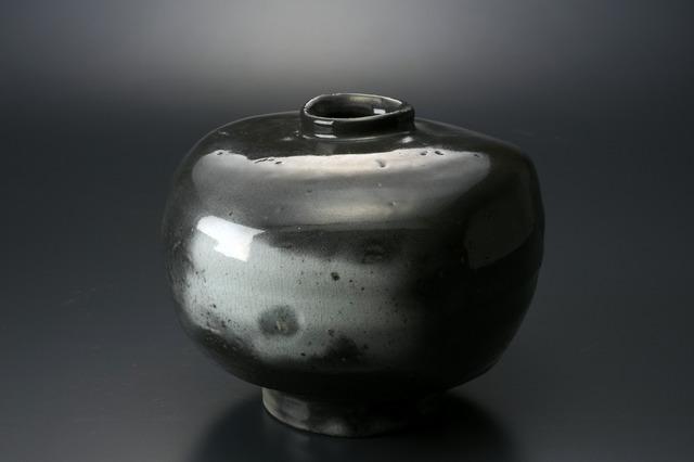 , '粉引墨染扁壷,' 2013, Tomio Koyama Gallery