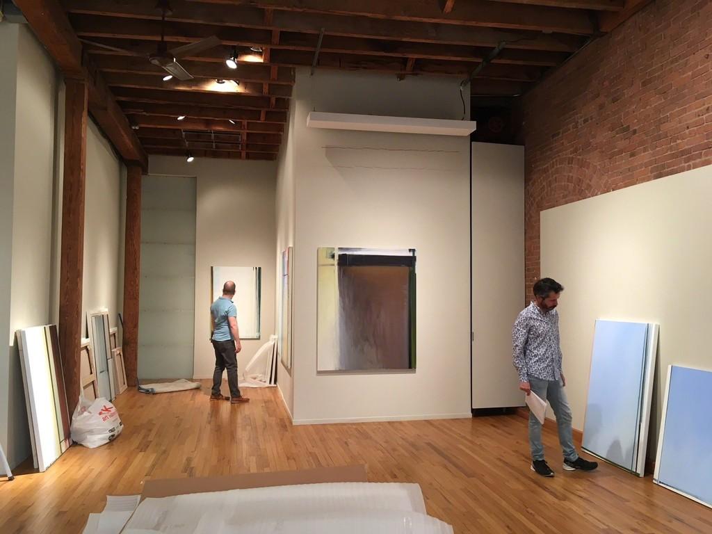 Juan Iribarren and curator Juan Ledezma installing the show at Cecilia de Torres, Ltd. (April 13, 2018)