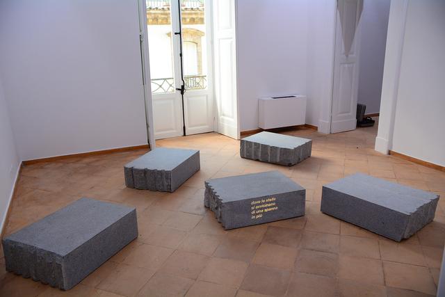 Giovanni Anselmo, 'Dove le stelle si avvicinano di una spanna in più,', 2001-2017, Installation, Stones, projector, slide, Vistamare/Vistamarestudio