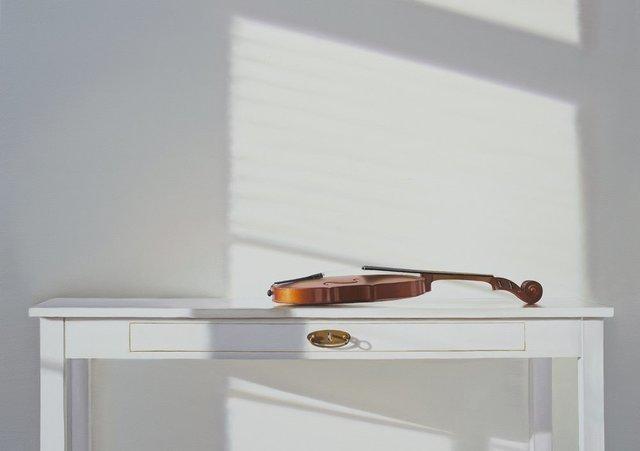 , 'Weisser Tischm mit Geige,' 2018, Galerie Barbara von Stechow