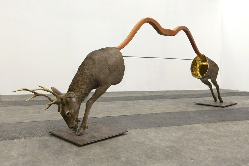 Huang Yong Ping, L'Arc de Saint-Gilles, 2015. Wood, iron, fiberglass, taxidermic deer (cervus elaphus songaricus), gold leaf 159 x 467 x 70 cm. © ADAGP Huang Yong Ping. © Photo. Fabrice Seixas. Courtesy the artist and kamel mennour, Paris