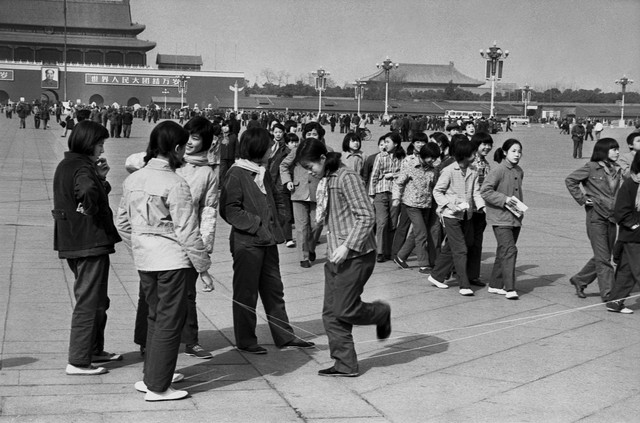 Guo Jianshe 郭建设, 'Square jump rope', 1984, Pan-View Gallery