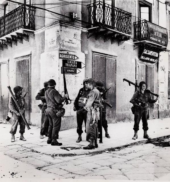 Robert Capa, 'U.S. bazooka crew in Sicily', 1943, Be-hold