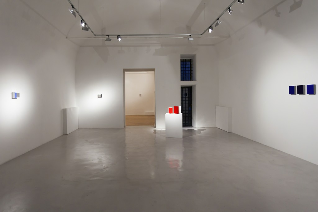 "Stuart Arends and Alfonso Fratteggiani Bianchi installation view ""Lost in Color"""