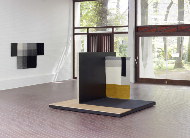 , 'centre: Planar Pavilion / left wall: Parallel Planar Panel (black, dark grey, light grey, off-white),' 2014, Middelheim Museum