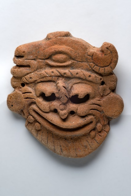 , 'Pendentif orange fin en forme de visage fantastique (Orange pendant in the shape of a fantastic face),' , Musée du quai Branly