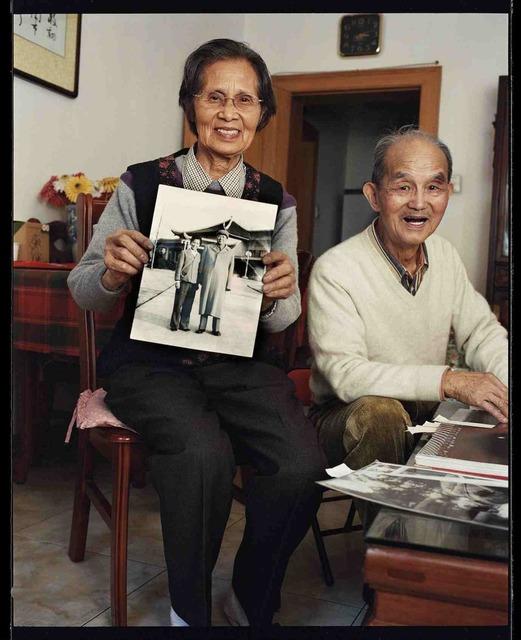 , 'Hou Bo et Xu Xiao Bing, photographes officiels de Mao Tse Doung chez eux, octobre 2002, Shanghai 毛泽东专职摄影师侯波和徐肖冰在家中,2002年10月,上海,' 2002, Shanghai Gallery of Art