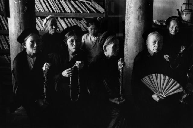 , 'Femmes priant, Vietnam, 1969,' 1969, Galerie Arcturus
