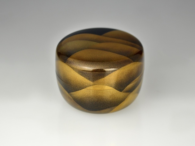 , 'Flat Gold Lacquer Tea Caddy with Mountain Range,' Shōwa period, Galerie Kommoss