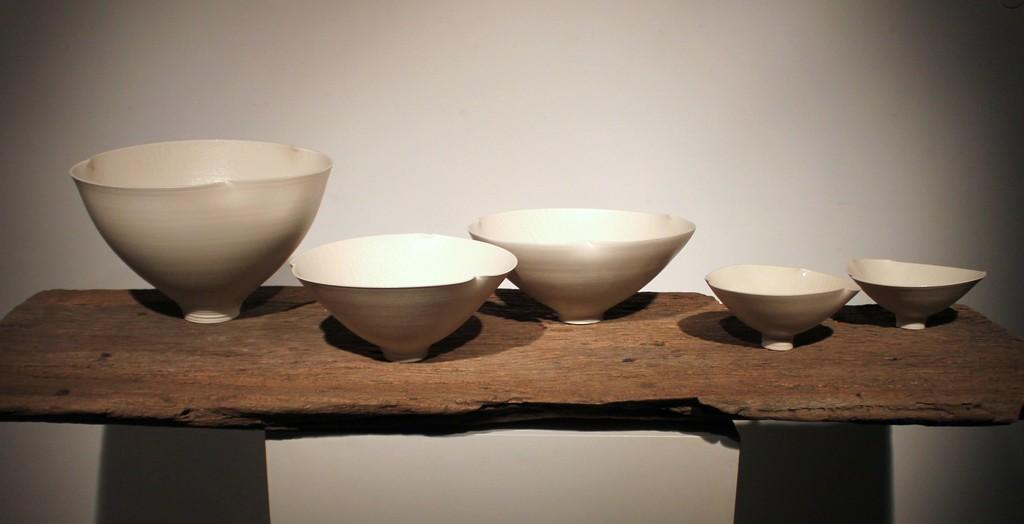 Nick Poon Fai-wong, Hold, 2014, Porcelain, GRACE Exhibition view at Mur Nomade, Hong Kong (Photo Raymond Lam)