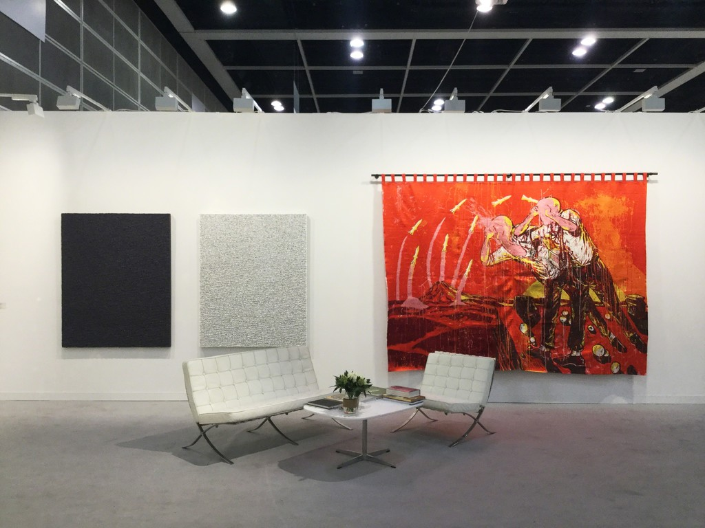 ARARIO GALLERY at Art Basel Hong Kong 2017, Booth 1D40, Works by Taeho KIM (left) and Eko NUGROHO(right).