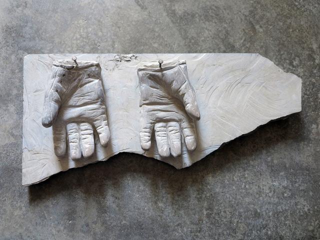, 'Luvas limpas,' 2017, Galeria Mário Sequeira