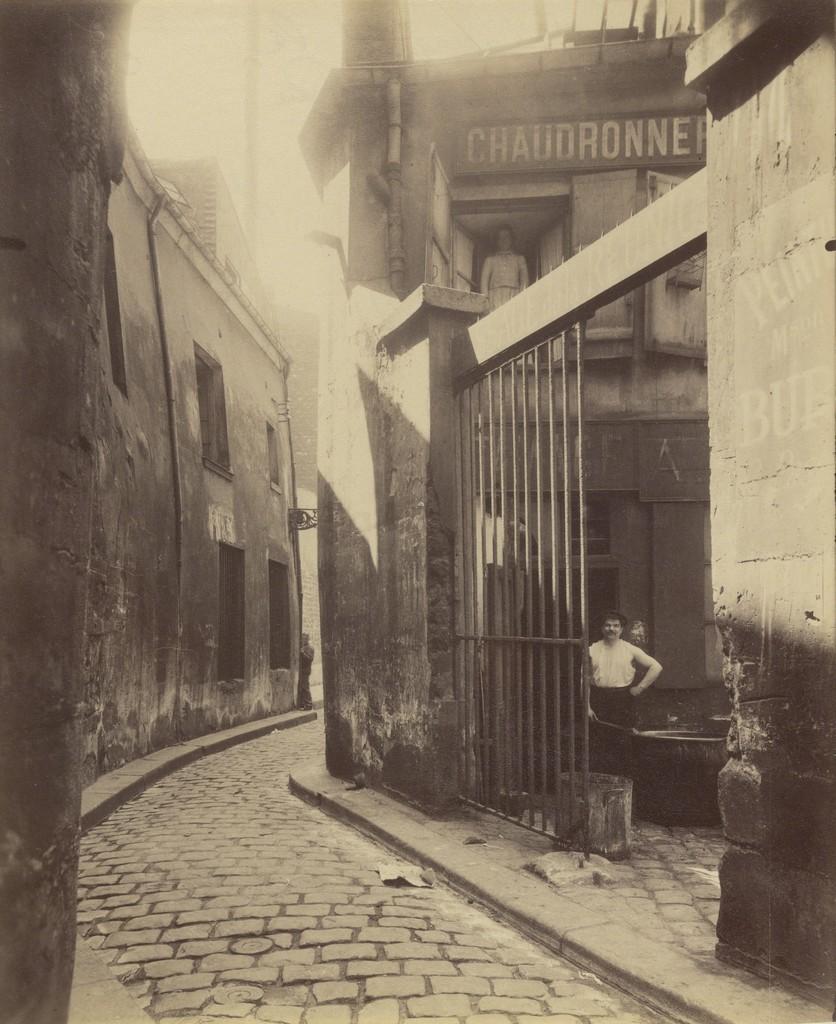 Eugène Atget, 'Entr'e du passage de la R'union, 1 et 3 Rue du Maure, 3ø arrondissement,' 1911, J. Paul Getty Museum