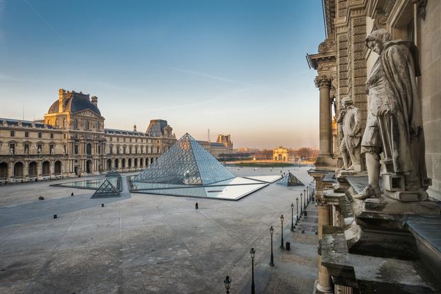 'Cour Napoléon et pyramide (Napoleon courtyard and pyramid)', Musée du Louvre