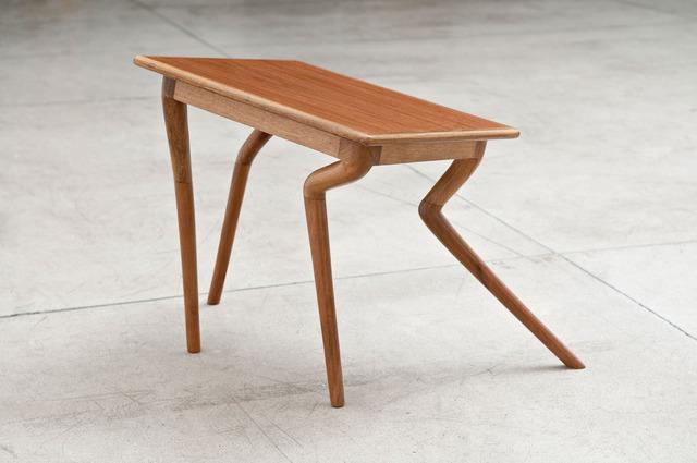 , 'Sem título (mesa insegura),' 2010, Galeria Luisa Strina