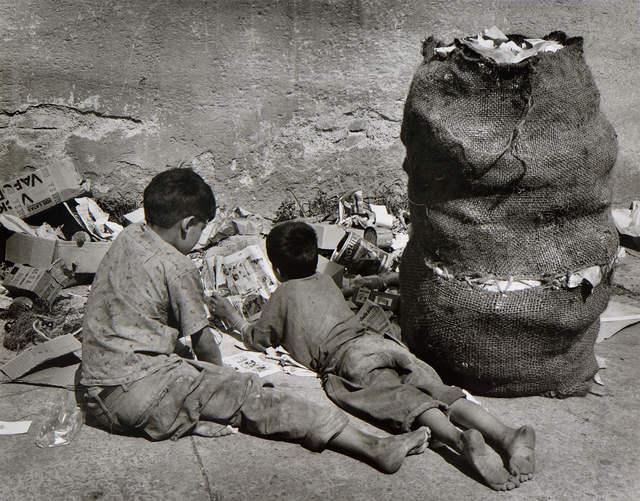 Rodrigo Moya, 'Lectura basura', 1959, Patricia Conde Galería