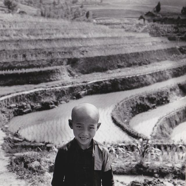 , 'Chine, enfant devant les rizières vers Chongqing,' 1957, Galerie Nathalie Obadia