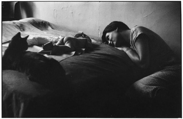 , '5. New York City. (Mother & baby),' 1953, f22 foto space