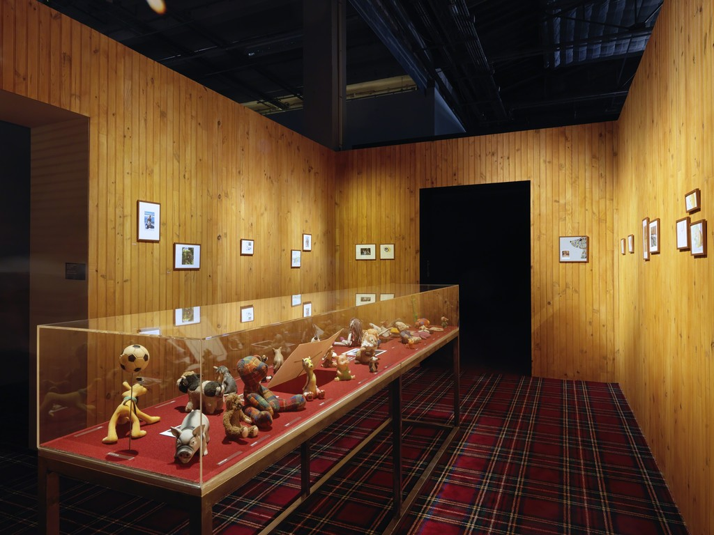 Exhibition view of Michel Houellebecq, Rester vivant, Palais de Tokyo (23.06 – 11.09.2016). Photo : André Morin