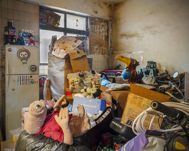 Yu-Hsiu HUANG, 'Hoarders - 15 囤積者 - 15', 2018, Photography, 藝術微噴 archival pigment print, Der-Horng Art Gallery