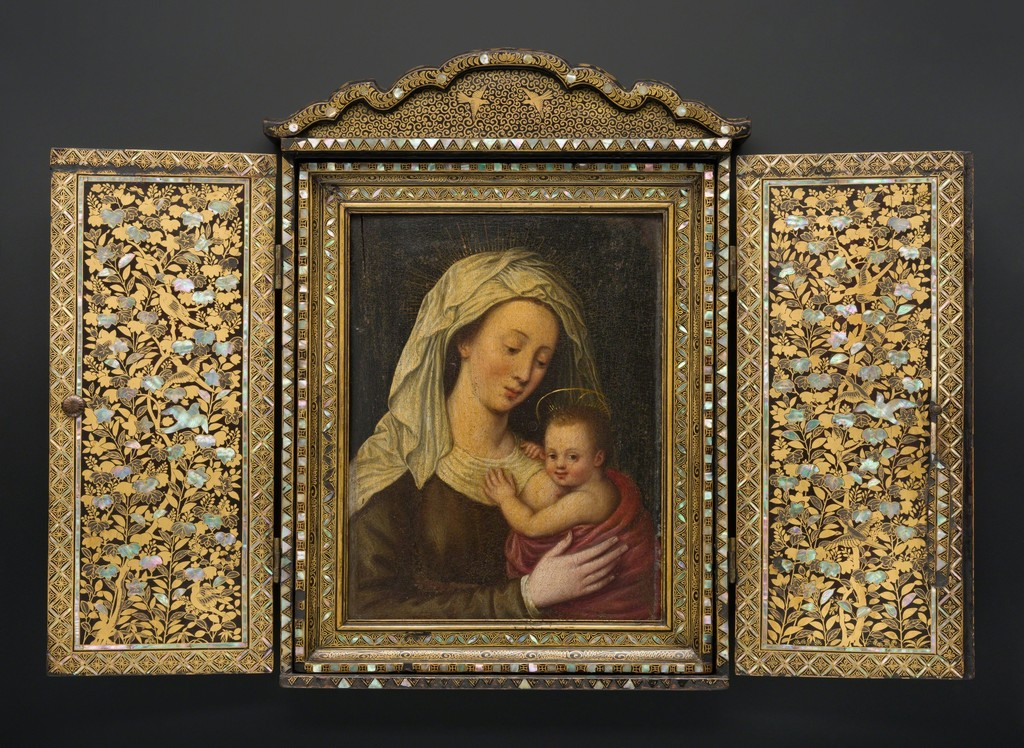 School of Giovanni Niccolò (Italian, 1560–1626), Portable Shrine with Madonna and Child, Japan, Momoyama period (1573–1615), ca. 1597. Black lacquer with sprinkled gold lacquer and inlaid mother-of-pearl. Peabody Essex Museum, Salem, Mass., Museum purchase with funds donated anonymously, 2000, ae85152. © 2014 Peabody Essex Museum, Salem, Mass. Photo: Walter Silver