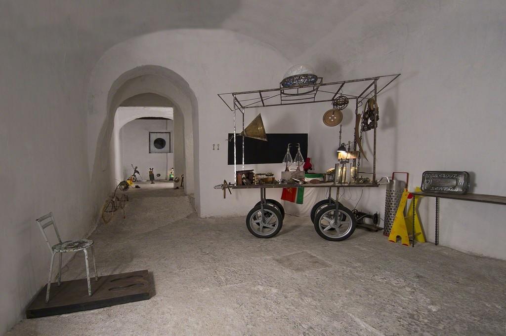 Giovanni Albanese, Solo roba per bambini, installation view, ph Susana Serpas Soriano, courtesy Fondazione Volume!
