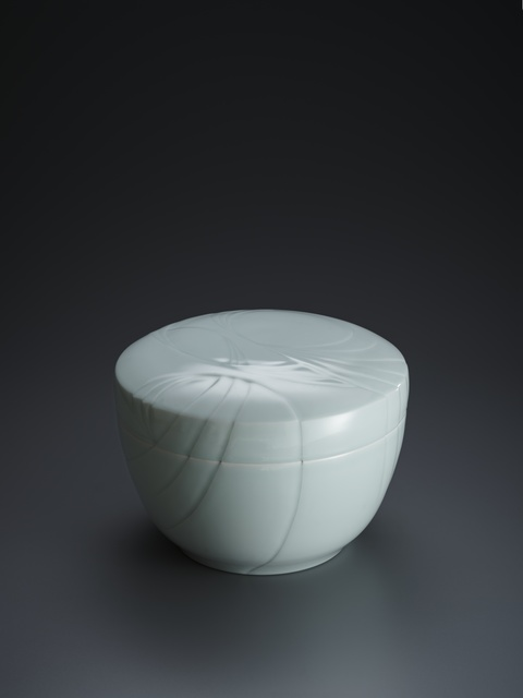 , 'Blue-White Porcelain Lidded Box with Overlapping Flowing Pattern,' 1995, Onishi Gallery