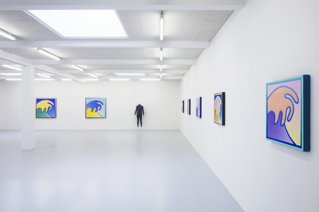 Exhibition view Alex Israel – Waves, 2018, courtesy by the artist and Kunstraum Innsbruck. Photo: Günter Richard Wett.