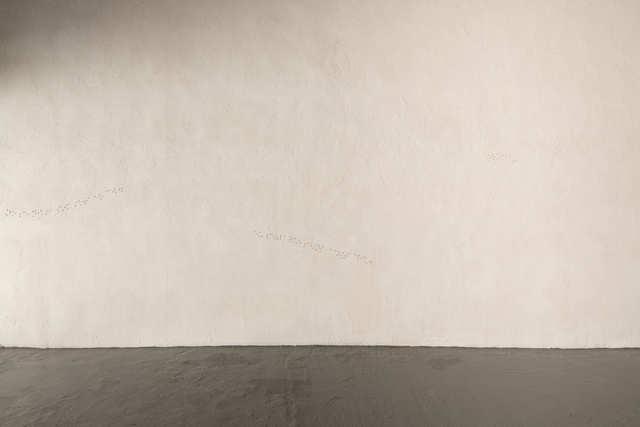 Anna Dot, 'Quan fa sol veig una ratlla blava a les parpelles       ', 2020, Installation, Ceramic, PALMADOTZE