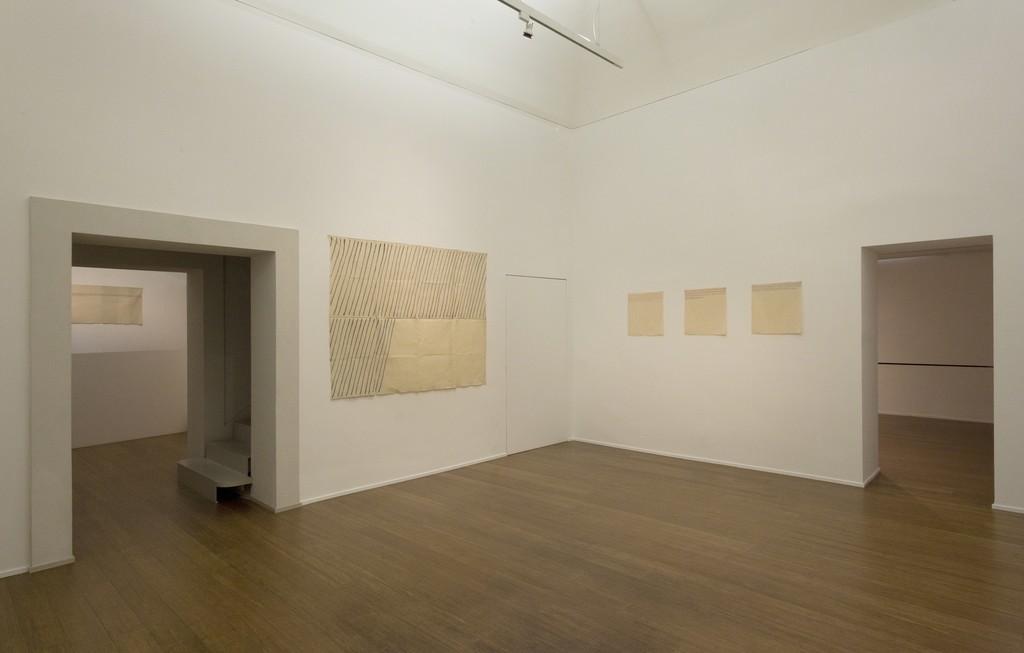 Giorgio Griffa : Esonerare il Mondo , To relieve the world– ABC-ARTE Contemporary art Gallery – 2015  Obliquo 1971, 148 x 190 cm - 58 5/8 x 74 3/4 in, acrylic on cotton Orizzontale 1975, 50 x 50 cm - 19 3/4 x 19 3/4 in, acrylic on cotton Orizzontale 1975, 50 x 50 cm - 19 3/4 x 19 3/4 in, acrylic on cotton Orizzontale 1975, 50 x 50 cm - 19 3/4 x 19 3/4 in, acrylic on cotton ww.abc-arte.com