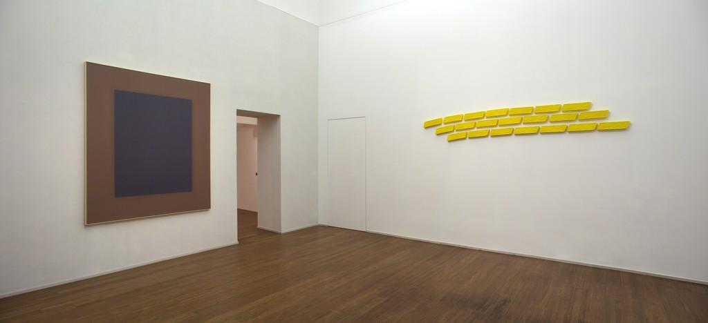 Erbern - Pinelli - Viallat: La pittura in sé - The painting itself – ABC-ARTE Contemporary art Gallery – 2015   Ulrich Erbern, Luce nella luce, 2009, 185 x 150 cm - 72 7/8 x 59 1/8 in, acrilico su tela Pino Pinelli, Pittura G 21 elementi, 2007, 9 x 33 cm - 3 1/2 x 13 in, tecnica mista http://www.abc-arte.com