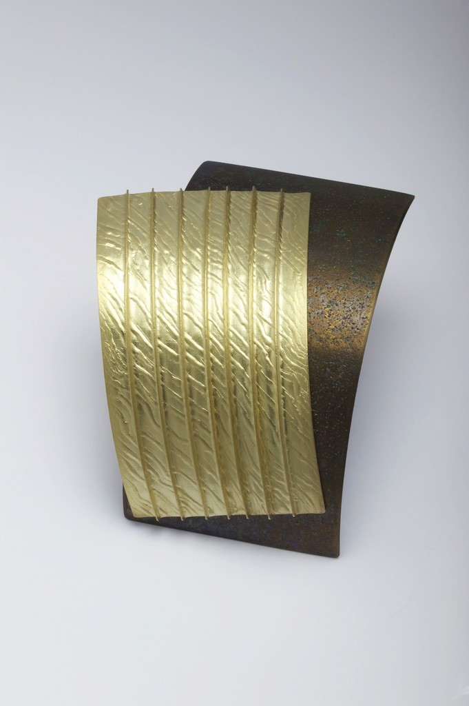 Jacqueline Mina OBE Brooch Textured and pleated 18ct gold with patinated titanium 
