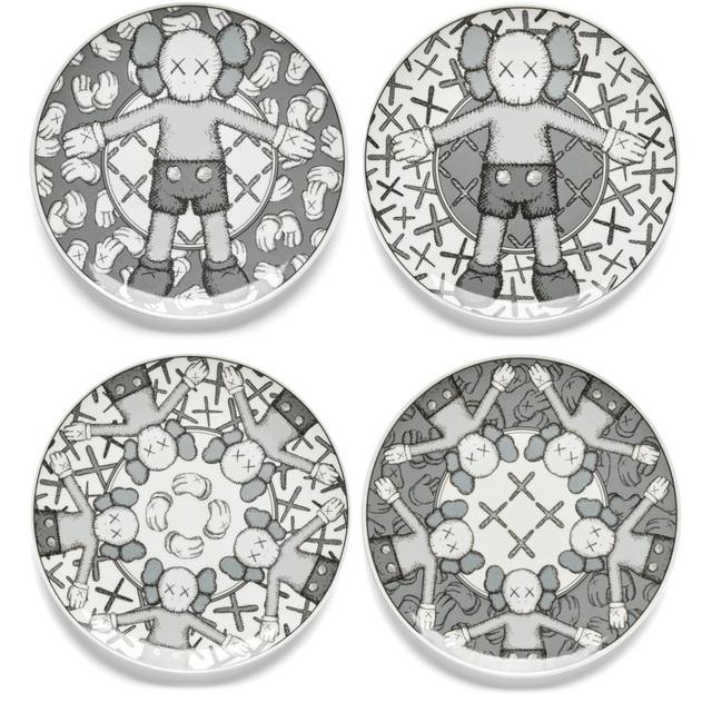 KAWS, 'Holiday Plate Set (Grey)', 2019, Hang-Up Gallery