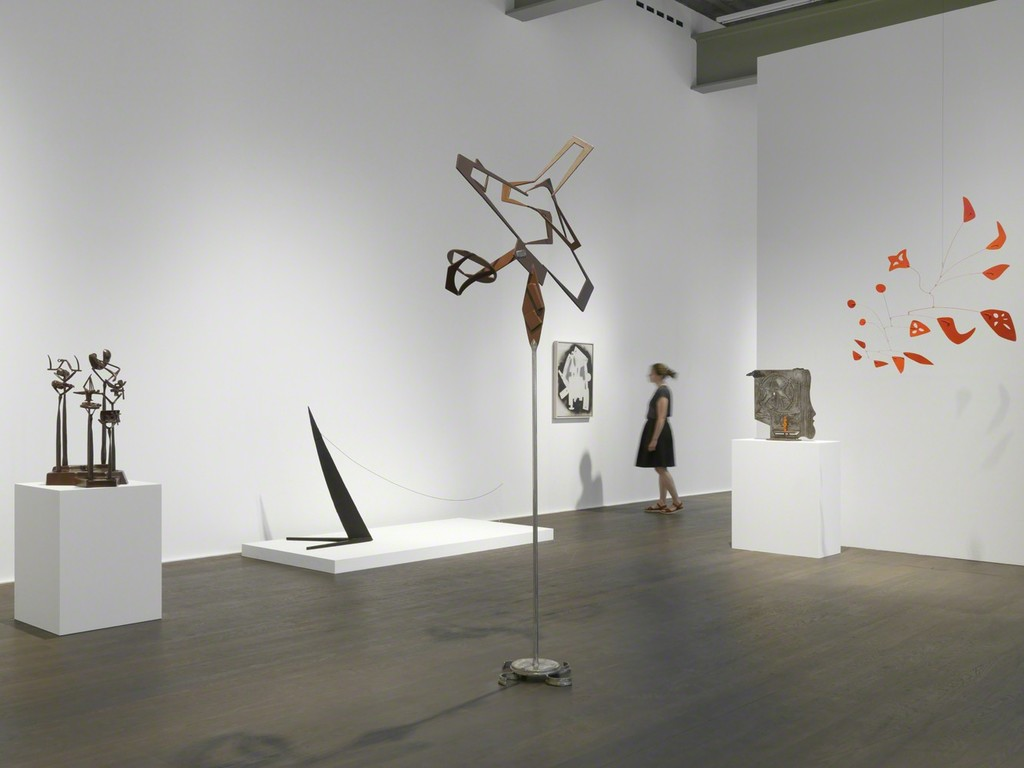 Installation view, Alexander Calder / David Smith, Hauser & Wirth, Zürich, 12 June – 16 September 2017. © 2017 Calder Foundation, New York / Artists Rights Society (ARS), New York; © 2017 David Smith Estate