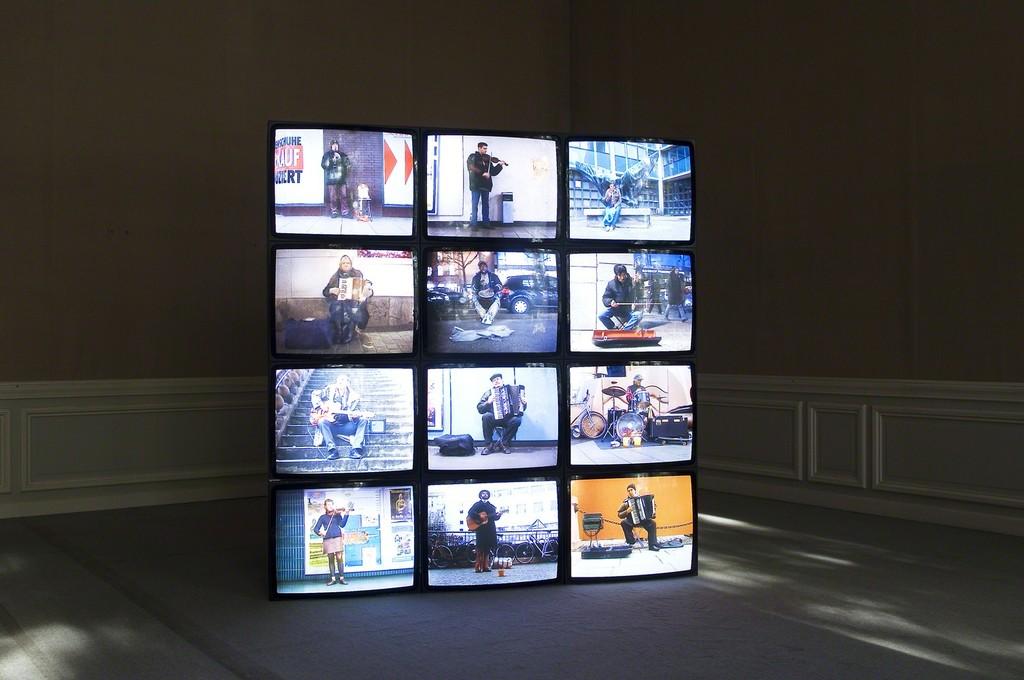 Das Leben ist kein Wunschkonzert - Life is not a Musical Request Show. Video installation, 00:29 - 28:13 min, 2006