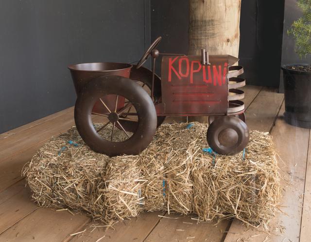 , 'KIRIKŌPUNI Tractor,' 2017, Mokopōpaki