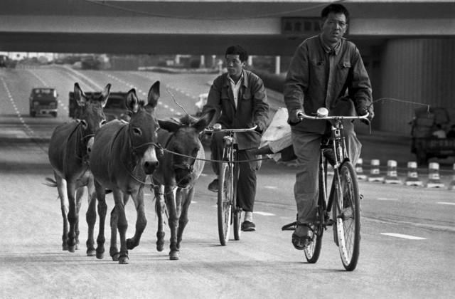 Guo Jianshe 郭建设, 'Under the Jianguomen overpass', 1984, Pan-View Gallery