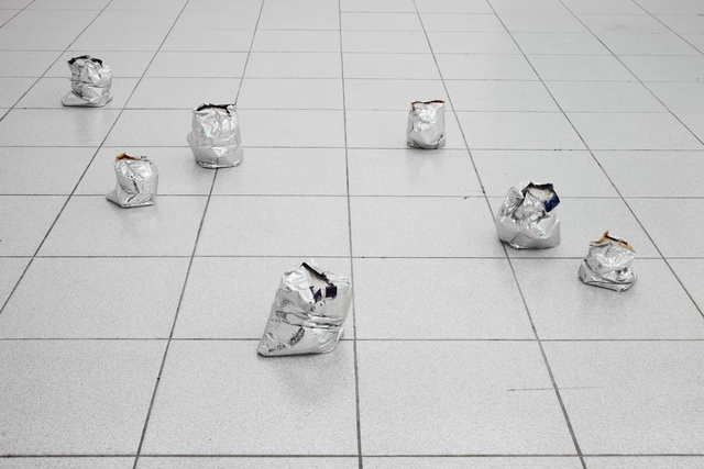 Brendan Lynch, '7 crisp Packets ', 2014, Museum Dhondt-Dhaenens