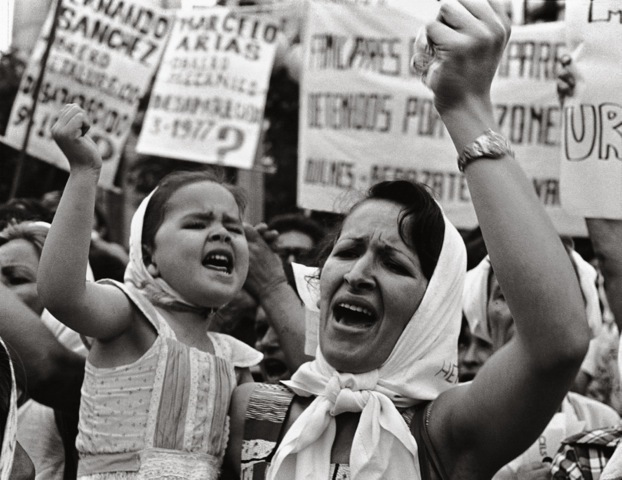 , 'Mother and daughter in Plaza de Mayo (Madre e Hijas de Plaza de Mayo),' 1983, Rolf Art