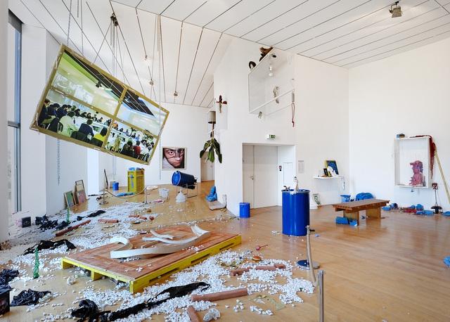 , 'Il paraît que le fond de l'être est en train de changer,' 2015, Biennale de Lyon