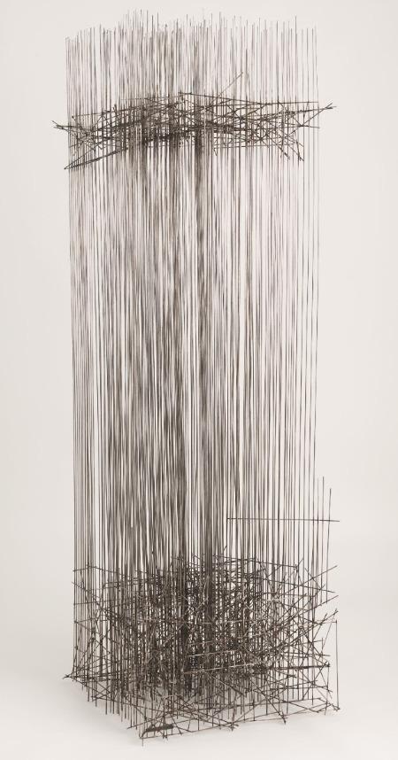 LÉON FERRARI  Título: Sem título Ano: 1978 Dimensões: 150 x 48,5 x 48 cm  Material: Aço inoxidável