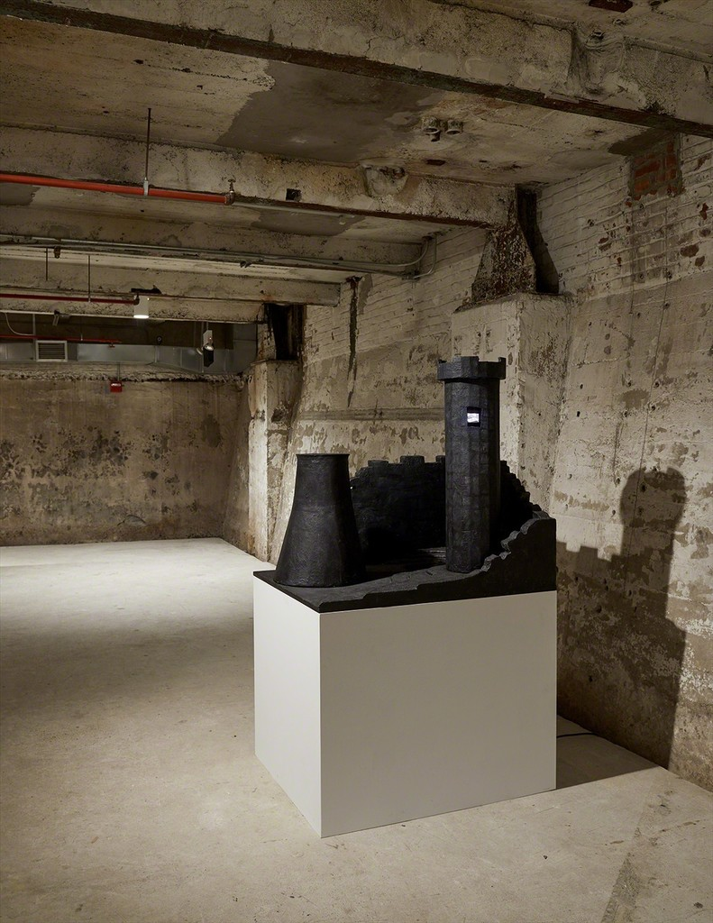Tony Oursler, Psychomimetiscape II, 1987, installation view. Mixed media, acrylic paint, wood, glass, resin, two-channel video with sound. 38 x 33.25 x 40 inches (96.5 x 84.5 x 101.6 cm). Courtesy the artist; Lehmann Maupin, New York and Hong Kong; and Lisson Gallery, London and New York. Photo: Kyle Knodell