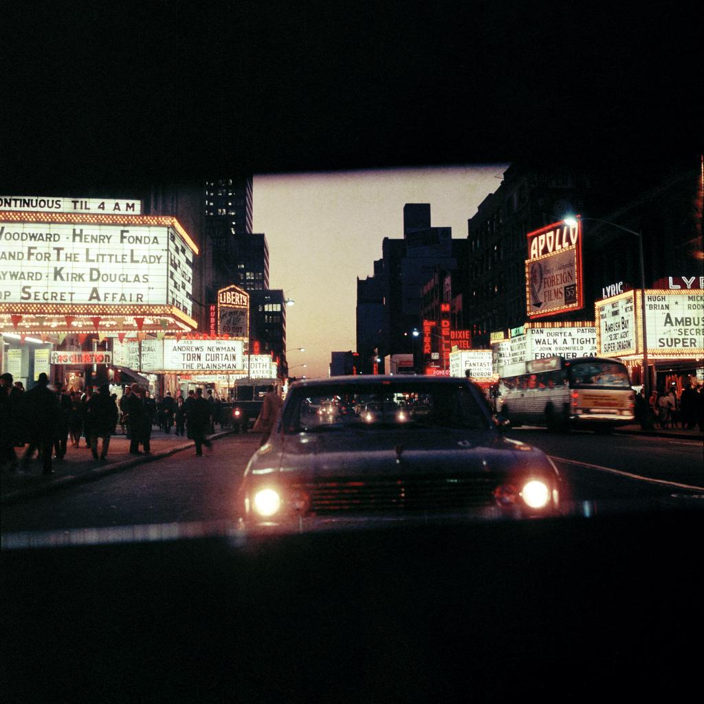 Mario Carnicelli – 42nd Street at night, New York, 1966
