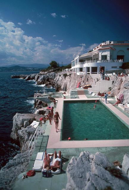 Slim Aarons, 'Slim Aarons: Hôtel du Cap, Eden Roc Pool (Slim Aarons Estate Edition)', 1976, Undercurrent Projects