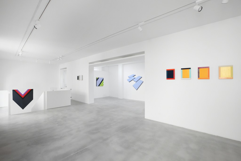 In homage to German abstract art, Dep Art Gallery is organizing an exhibition dedicated to Günter Fruhtrunk (München, 1923 – 1982), Winfred Gaul (Düsseldorf, 1928 – 2003), Ulrich Erben (Düsseldorf, 1940), Imi Knoebel (Dresden, 1940), Günter Umberg (Bonn, 1942) and Wolfram Ullrich (Würzburg, 1961), curated by Alberto Zanchetta. Through a dialogue which addresses different generations, the exhibition reveals how the six artists have distinctively approached the study of space, color and geometry