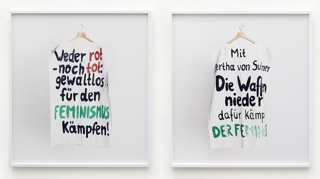 """, 'Institut für Zeitgeschichte-Archiv, Bestand Hannelore Mabry/ Bayerisches Archiv der Frauenbewegung, Signatur ED 900, Box 403 Nr. 2. Körperüberhang: """"weder rot noch tot: gewaltlos für den Feminismus kämpfen!"""" / """"Mit Bertha von Suttner - Die Waffen nieder! Dafür kämpft DER FEMINIST"""",' 2014, KÖNIG GALERIE"""