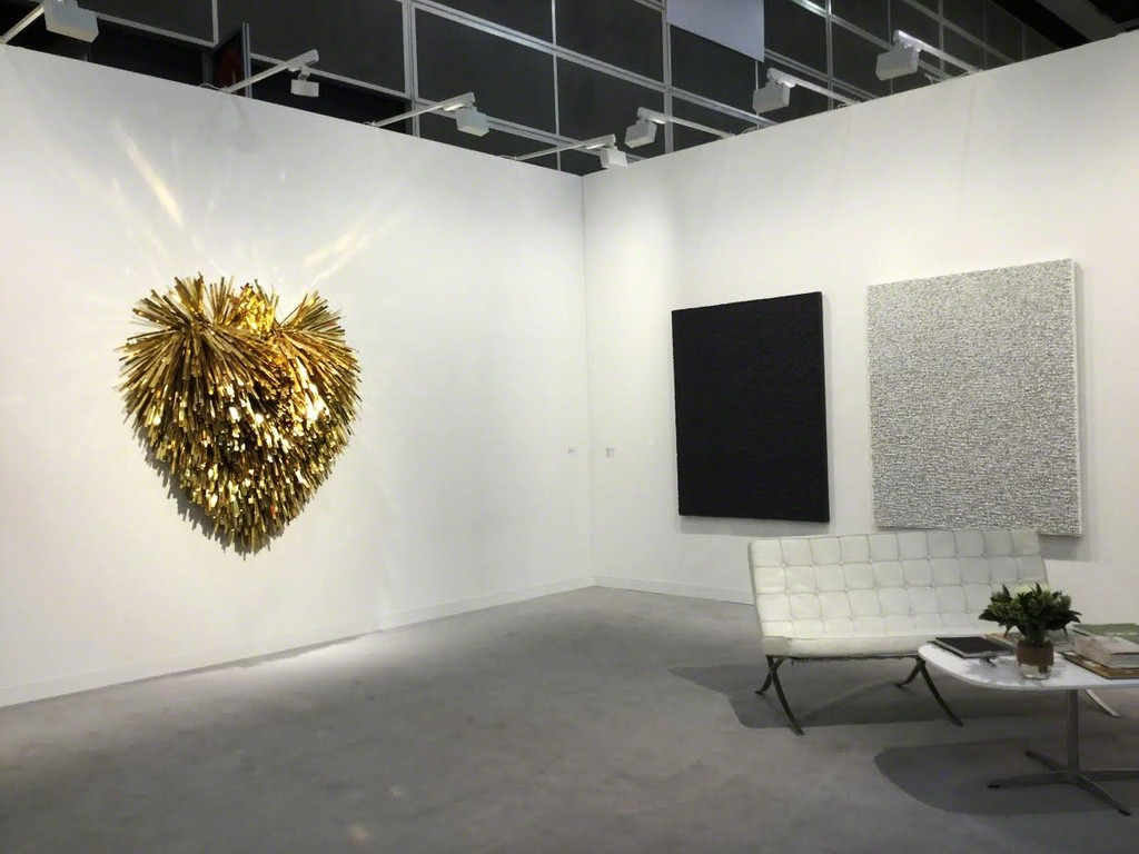 ARARIO GALLERY at Art Basel Hong Kong 2017, Booth 1D40, Works by Subodh GUPTA (left) and Taeho KIM (right).