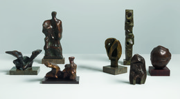 From left to right: Emperors' Heads, 1961; Maquette for Reclining Figure: Cloak , 1966; Upright   Motive D, 1968; Doll Head, 1967 and Column, 1973. Photo: Mike Bruce. Courtesy Gagosian Gallery. Reproduced by permission of The Henry Moore Foundation.