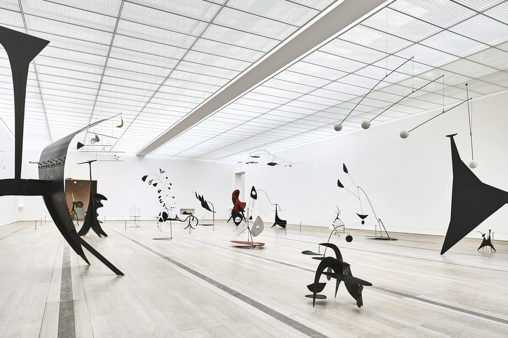 "Installation view, ""Alexander Calder & Fischli/Weiss,"" Fondation Beyeler, Riehen/Basel, Switzerland, 2016. Photo: Mark Niedermann"